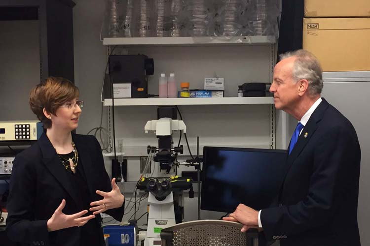 Early Career Policy Fellow Angela Pierce takes Senator Jerry Moran (R-KS) on a tour of her lab at the Kansas University Medical Center.