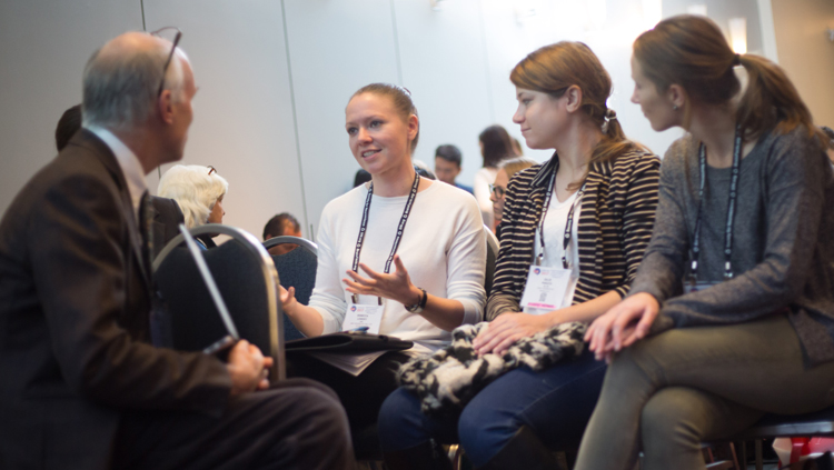 Neuroscience 2017 attendees engage in a group discussion
