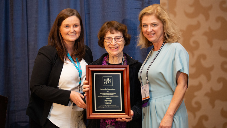 Elaine Del Bel, PhD, of the University of São Paulo, is honored with the Bernice Grafstein Award for Outstanding Accomplishments in Mentoring.