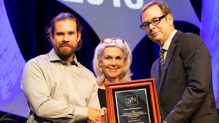 Johannes Kohl, PhD, of Harvard University, accepts the Peter and Patricia Gruber International Research Award.