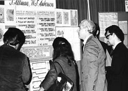 Attendees and poster presenters at the first annual meeting poster floor in Washington, DC. Used with permission from SfN′s Archive.